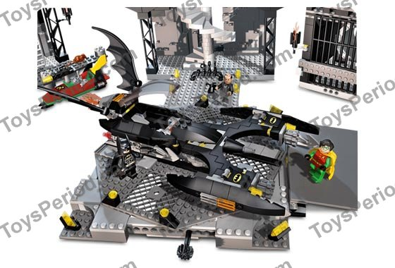 LEGO 7783 The Batcave: The Penguin and Mr. Freeze's Invasion Set ...